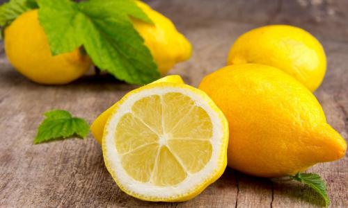 От плесени и неприятного запаха: как использовать лимон при уборке