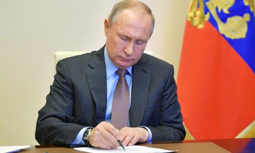 Путин подписал закон о налоге для богатых