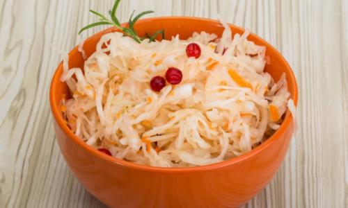 Домашняя квашеная капуста: чем она может быть опасна