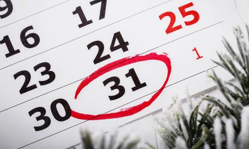 Глав российских регионов призвали объявить 31 декабря выходным