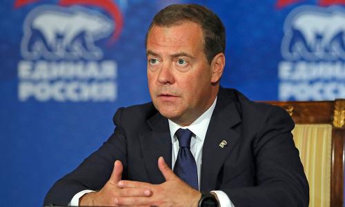 Медведев предложил обложить зарплаты налогом на безработицу