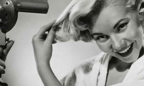 Сон с мокрыми волосами: почему ученые не советуют это делать