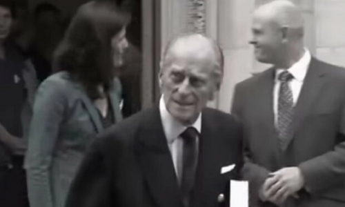 Отказался умирать в больнице: раскрыты подробности смерти принца Филиппа