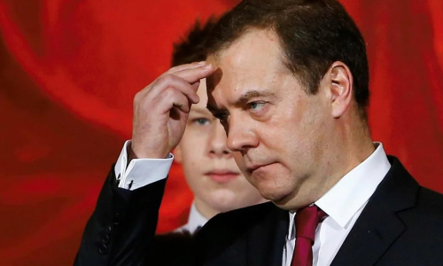 Медведев указал на беспрецедентный рост зарплат россиян