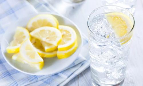 Зачем ежедневно пить воду с лимоном