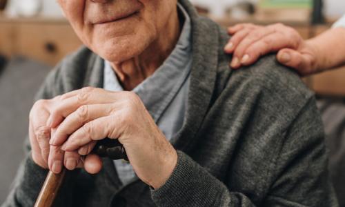 Пенсионерам старше 65 лет окажут помощь