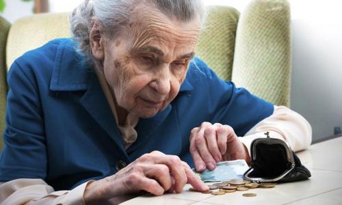 Эксперт объяснил: в каких случаях банк может списать всю пенсию с карты